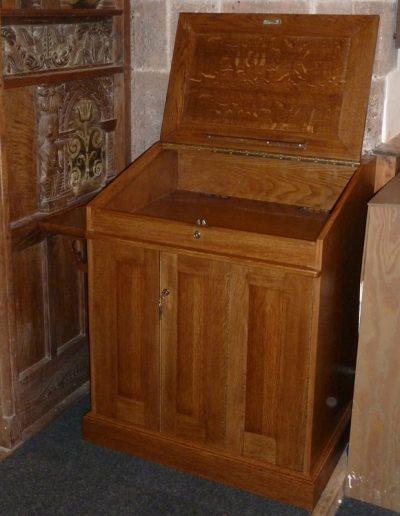 Media cabinet in oak